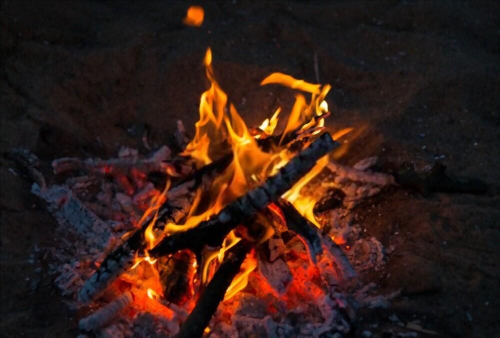 How to Make a Campfire Easily