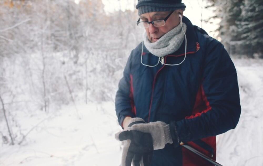 skiing helmets with speakers